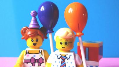 Legomenschen bei einer Feier