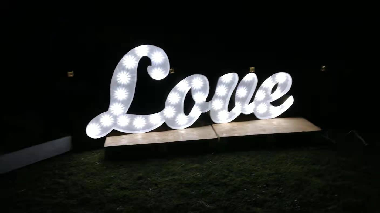 LOVE Leuchtbuchstaben